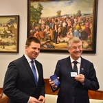 Breaking digital borders to unite Europe: President Markkula receives Estonian e-residency from Prime Minister Ratas